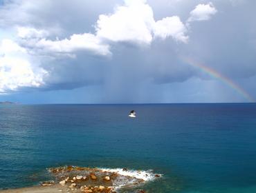 Tra cielo e terra...il gabbiano sul mare...