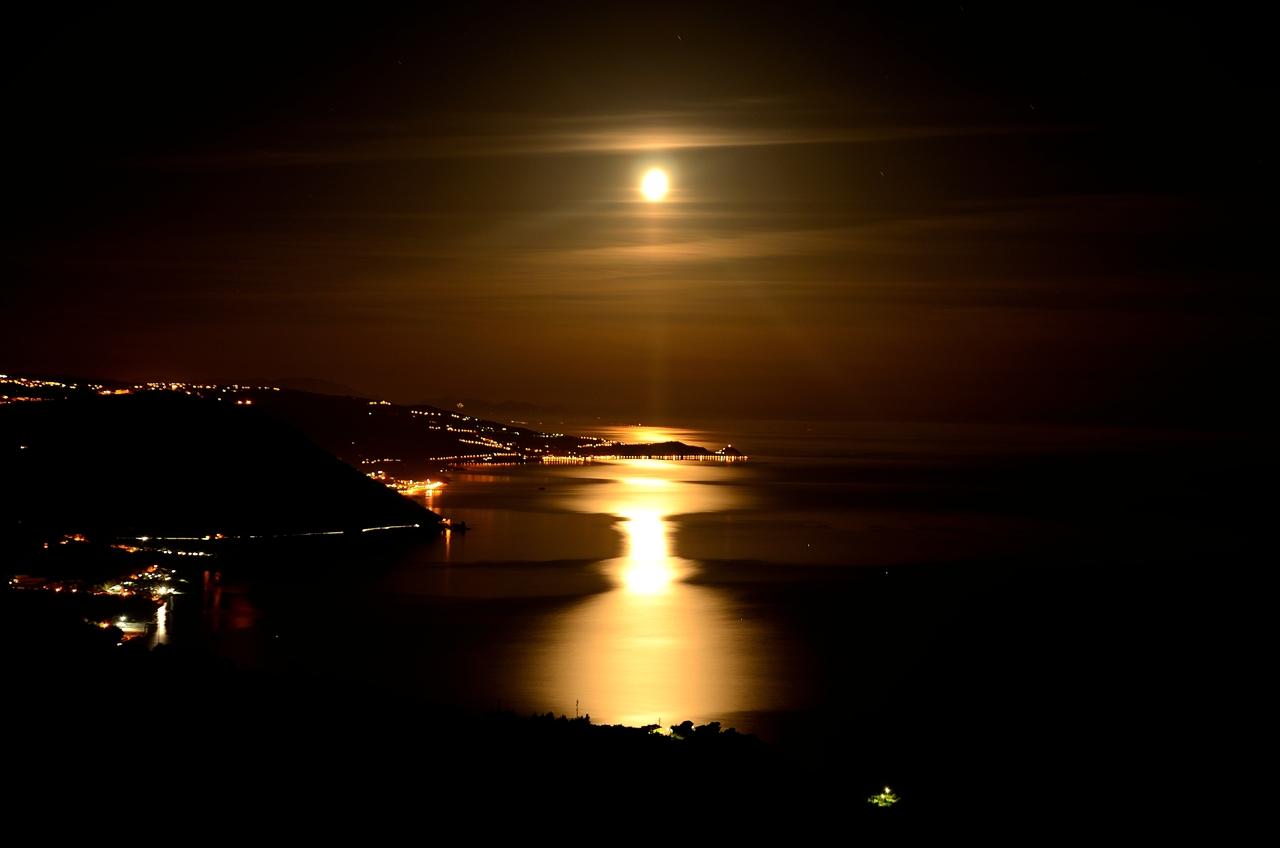 la costa Saracena e i suoi riflessi lunari