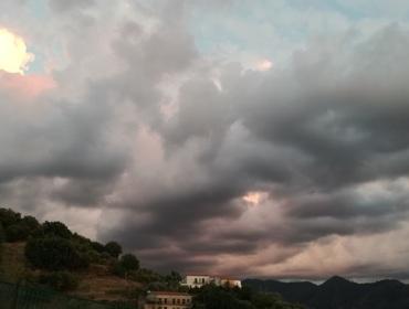 Gruppo di case...tra cielo e terra